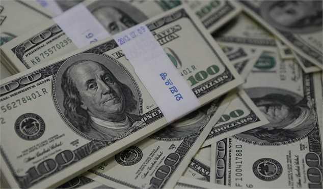 معاملهگران دلار بر سر دوراهی