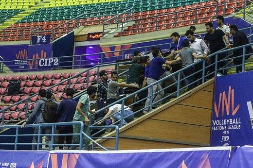 درگیری شدید خبرنگاران در سالن والیبال اردبیل