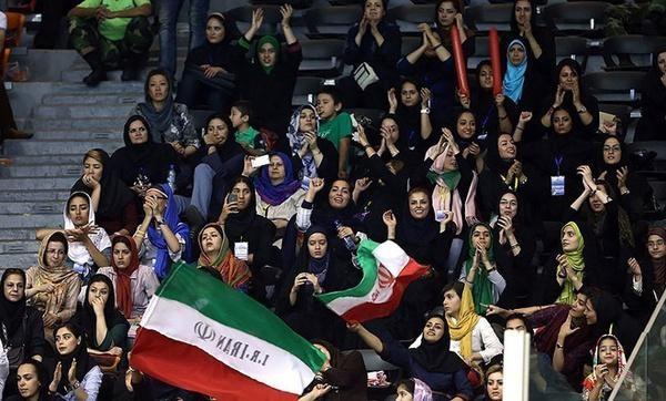 4 نفر از دختران دستگیر شده ورزشگاه آزادی آزاد شدند