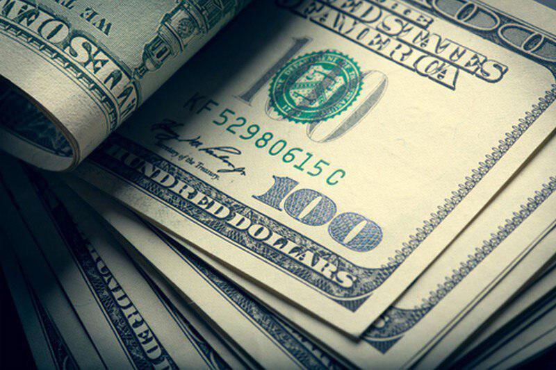 نرخ دلار در بازار آزاد کمتر از صرافیهای بانکی