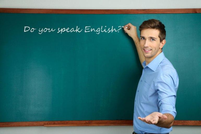 انتقال معلمان زبان از مدارس به آموزشگاههای آزاد/ضرورت تدریس زبانهای دیگر کشورهای همسایه به دانشآموزان