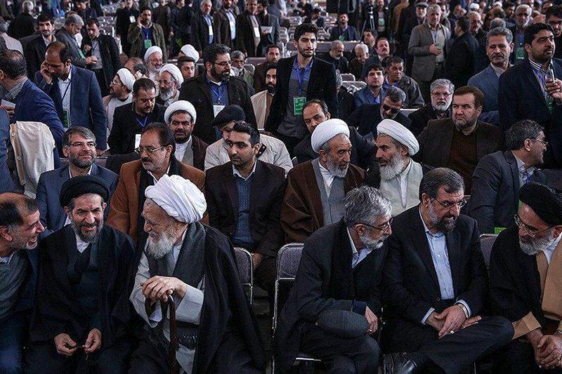 فرزندان آیت الله مصباح باز کار دست اصولگرایان دادند/دعوت جبهه پایداری از احمدی نژاد