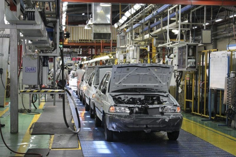 فعالیت خودروسازان بعد از توقیف پژو  و پراید چه میشود؟