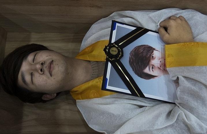 تمرین مرگ کرهایها برای زندگی بهتر!+فیلم