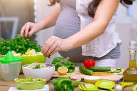 زنان باردار چه غذاهایی نباید بخورند؟