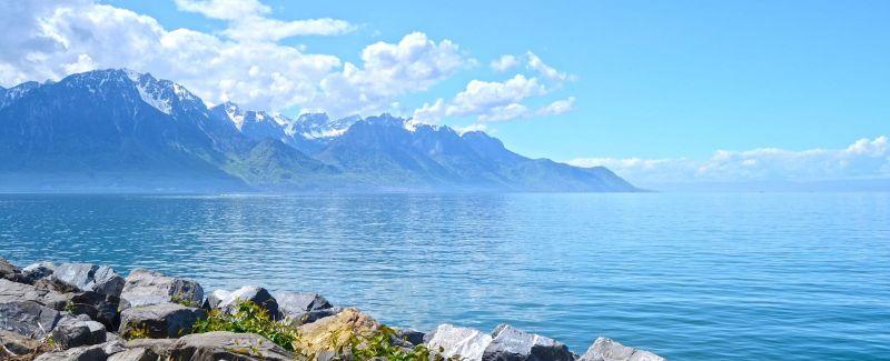 دریاچه لمان در سوئیس می درخشد