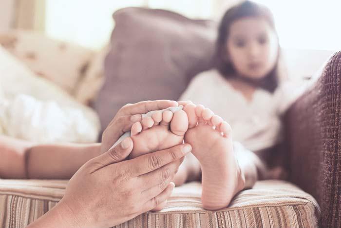 دلیل درد پای کودکان در هنگام خواب