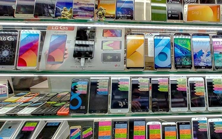 قیمت گوشی موبایل چقدر کاهش یافت؟