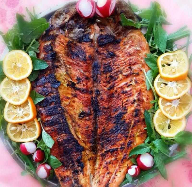 فیلم| طرز تهیه ماهی کبابی!+ عکس