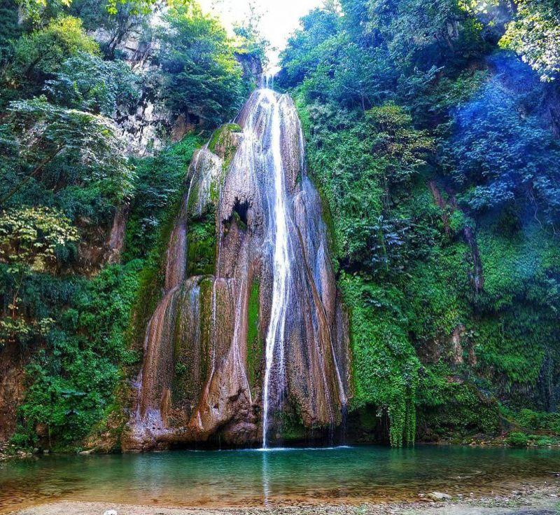 آبشار لوه نگینی در استان گلستان