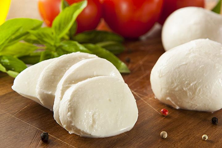 فیلم|طرز تهیه فوری پنیر خانگی!