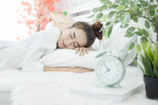 علت اصلی خوابیدن زیاد زنان+درمان