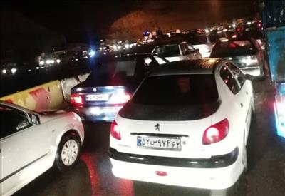 سردرگمی مردم روزه دار در شب قدر/ جاده دماوند در شب بارانی تهران مسدود شده است