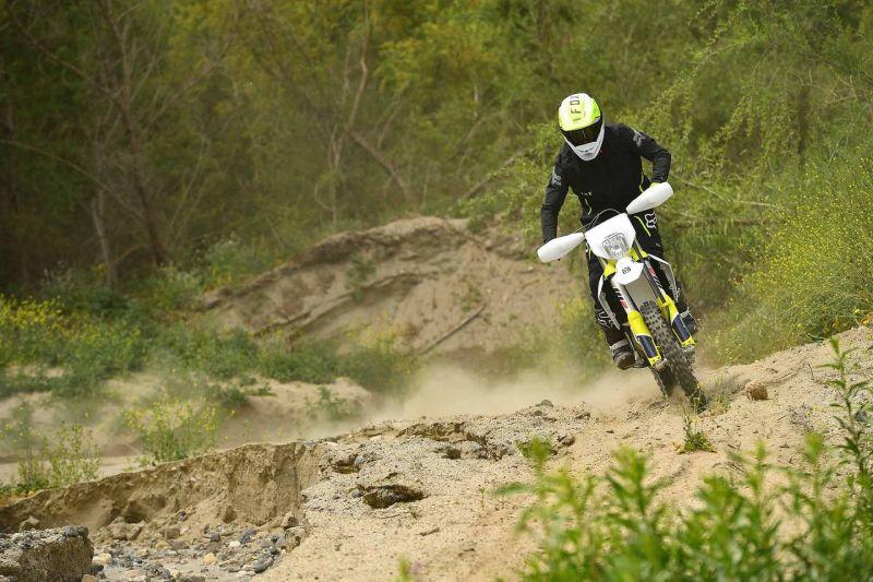 بررسی موتورسیکلت هسکوارنا 2021 FE 501