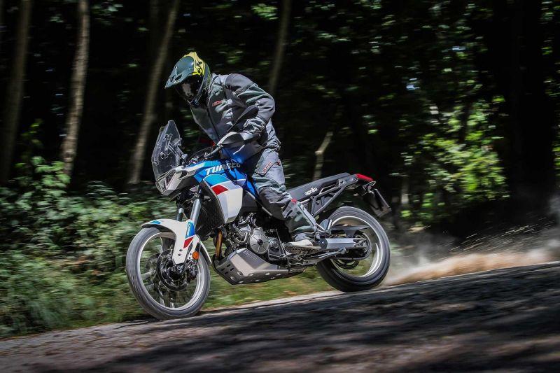 بررسی موتورسیکلت آپریلیا توارگ 660 مدل 2022