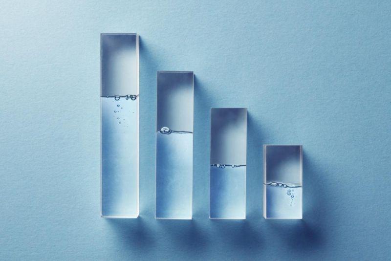 کمبود آب در بدن چه عوارضی بر سلامتی دارد؟  علل، علائم، درمان ها
