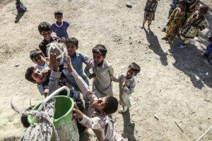 تصویر زیبایی از بچه های سیستان و بلوچستان با بازی بسکتبال