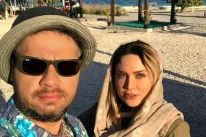 عکس لو رفته علی صادقی و همسرش در ساحل