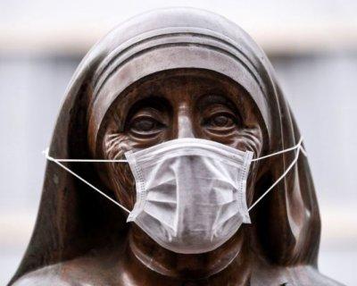 تصاویری جالب از نصب ماسک بر مجسمه های جهان