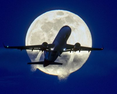 تصاویر شگفت انگیز ماه در آسمان