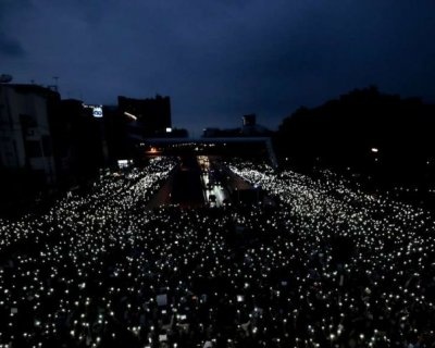تصاویر دیدنی روز؛ از اعتراضات در بلاروس تا صحبت های پیرزن با اسب