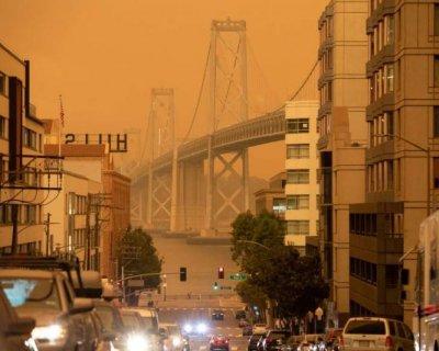 تصاویر دیدنی روز؛از آسمان رنگی سانفرانسیسکو تا آتش سوزی بندر بیروت