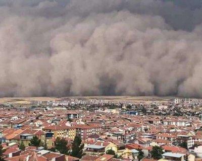 تصاویر دیدنی روز؛ از بحران مهاجران در یونان تا طوفان شن ترکیه