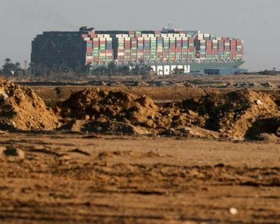 تصاویری از وضعیت کانال سوئز با زمینگیر شدن کشتی غولپیکر باربری