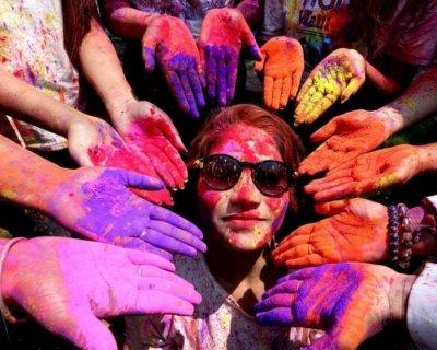 تصاویر دیدنی روز؛ از جشنواره رنگها تا مرمت مجسمه مسیح
