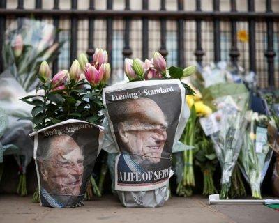 تصاویری از همدردی مردم انگلیس در پی درگذشت فیلیپ همسر ملکه الیزابت