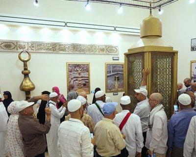 تصاویر ناب از بازدید زائران در موزه شهر مکه