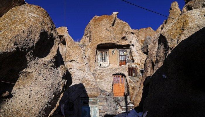 تصاویر دیدنی روز؛ از روستای صخره ای تا محل کاخ مجلل پوتین