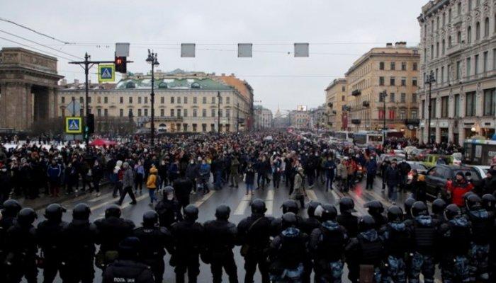 تصاویر دیدنی روز؛ از تظاهرات در مسکو تا دریاچه ارومیه در برف