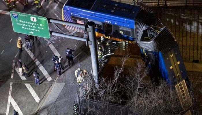 تصاویر دیدنی روز؛ از اتوبوس آویزان از پل تا حراج بزرگ تهران