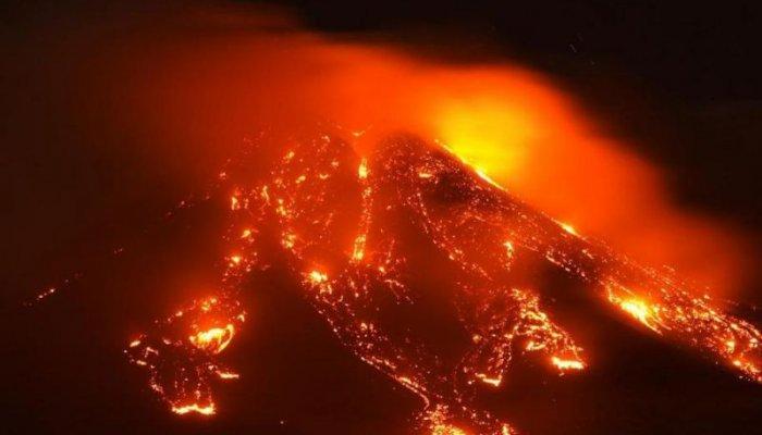 تصاویر دیدنی روز؛ از فوران آتشفشان تا رباتهای خدمتکار