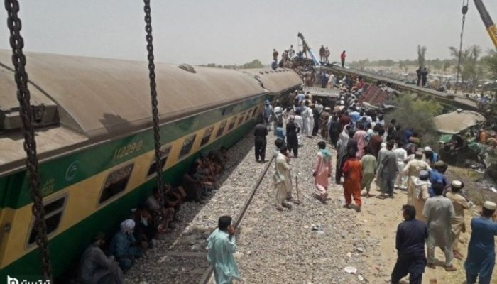تصاویری از تصادف مرگبار دو قطار مسافربری در پاکستان با 38 کشته