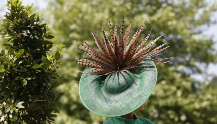 تصاویری از مسابقه بهترین مدل کلاه 2021 در بریتانیا