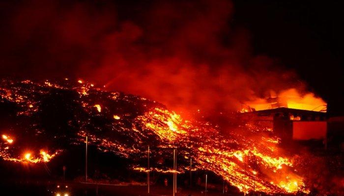 تصاویر خیره کننده از فوران یک ماهه آتشفشان لا پالما اسپانیا