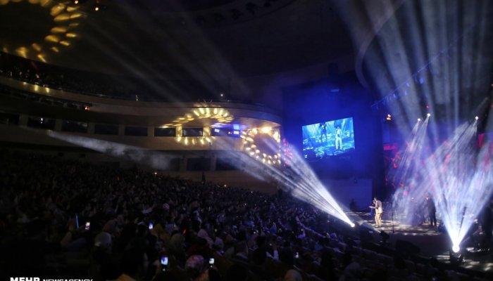 کنسرت محسن ابراهیم زاده در جشنواره موسیقی فجر