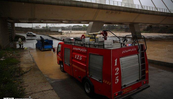 وقوع سیلاب و آبگرفتگی معابر در ساری