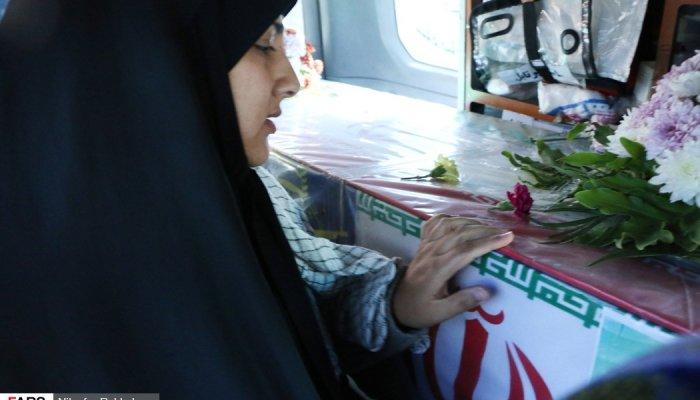 تشییع شهید مدافع وطن بر دستان پر مهر مردم بروجن